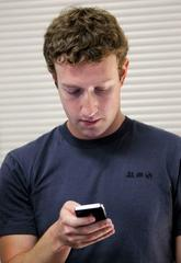mark zuckerberg thinks it's totally ok to ignore dinner guests while you check your phone (fb)